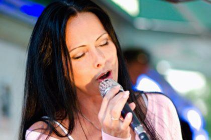 Zpěvačka Ellen Lenská odehrála koncert na Lodi Veveří.